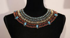 Faraonisch halssnoer met scarabeeën : ZWART, GOUD, ROOD en TURQUOISE BLAUW-  Hatchepsut Large 2 - Pharaonic  Necklace with Scarabs : BLACK, RED, GOLD and TURQUOISE BLUE