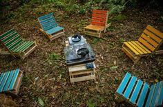 we just created our own DIY pallet outdoor furniture out of it. We have created these true models of DIY pallet lounging chairs out of pallet wood which can be Wood Pallet Recycling, Recycled Pallets, Wooden Pallets, Making Pallet Furniture, Pallet Furniture Designs, Folding Lounge Chair, Lounge Chairs, Diy Jardin, Used Pallets