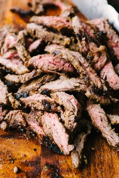 These grilled skirt steak tacos are exactly what you need for Taco Tuesday! Make them a little extra special with homemade cilantro lime sour cream. Skirt Steak Tacos, Flank Steak Tacos, Grilled Skirt Steak, Steak Salad, Mexican Food Recipes, Beef Recipes, Cooking Recipes, Steak Taco Seasoning, Skirt Steak Recipes