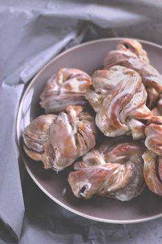 Zimtschleifen mit Frischkäseglasur http://dulce-de-lia.de/?p=363