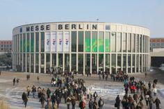Vom 17. bis 26. Januar 2014 dreht sich auf der Internationalen Grünen Woche in Berlin alles um #Ernährung und #Landwirtschaft. Was es zum Thema #Bio auf der #Messe zu entdecken gibt, verraten wir euch im #Blog: https://www.kaufhaus.com/blog/Entdecker-Tipp-Die-Internationale-Gruene-Woche-in-Berlin--45
