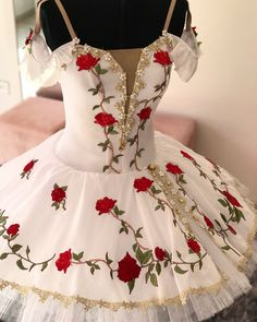 The Awakening of Flora - Le Réveil de Flore Ballet - #ballet #tutu #costume #flora #flore #lereveildeflore #variation #roses #white