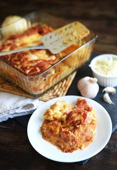 A cheesy delicious keto cauliflower pizza casserole recipe. I love to have this at lunch, and eat the left overs at dinner! A cheesy delicious keto cauliflower pizza casserole recipe. I love to have this at lunch, and eat the left overs at dinner! Keto Foods, Ketogenic Recipes, Low Carb Recipes, Diet Recipes, Healthy Recipes, Diet Desserts, Pizza Recipes, Lunch Recipes, Healthy Eats