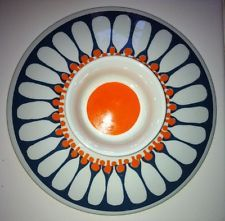 """The """"Daisy"""" pattern by Turi Design makes lovely, colorful dishware, and this is one of the harder to find pieces. Enamel Ware, Daisy Pattern, Stavanger, Vintage Kitchenware, Casserole Dishes, Minneapolis, Scandinavian Design, Danish, Tabletop"""