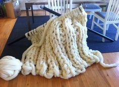 Se acerca el invierno. Afortunadamente, con el tejido extremo puedes crear una cobija gigante para mantenerte caliente y cómodo durante estas noches largas y frías.