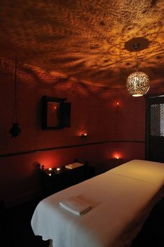 Just looks so warm. love the idea of a gobo light massage spa Paris Lovely inviting spa massage room. Just looks so warm. love the idea of a gobo light Massage Room Decor, Massage Therapy Rooms, Massage Room Design, Spa Therapy, Massage Table, Hm Deco, Deco Zen, Spa Treatment Room, Massage Treatment