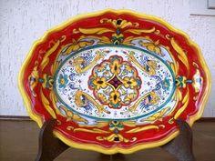 Piatto di ceramica decorato a mano. Hand painted #Majolica #Italy http://ceramicamia.blogspot.it/2009/11/in-un-piatto-decorato-il-sapore-di-mare.html