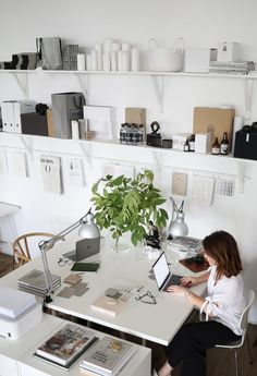 Work from home office layout ideas Home Office Layouts, Home Office Setup, Home Office Organization, Home Office Space, Office Workspace, Home Office Design, Ikea Office, Office Inspo, Deco Addict
