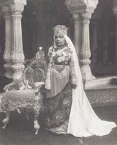 Rare Photos from British Raj Era Show a Wealthy India [PHOTOS] Nawab Sultan Kaikhusrau Jahan, Begum of Bhopal (1858-1930), photo taken in 1922