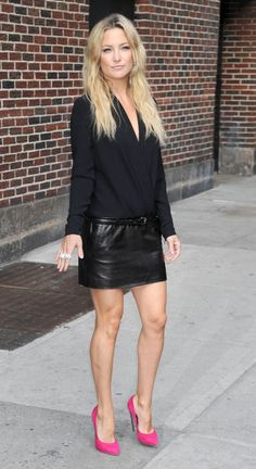 Kate Hudson in a leather skirt and bright pink heels.