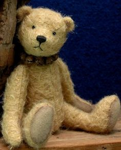 Vote for your favorite in Category 3 - Bears and Buds Teddy Bear Magazine URSA awards for 2014 (voting started 7/10/2014) This sweet contestant is Jingles by Erin Roy of Canada