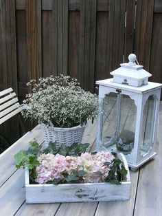 Garden table decoration Source by xdx Garden Table, Balcony Garden, Shabby Chic Style, Shabby Chic Decor, Beautiful Gardens, Beautiful Flowers, Beautiful Things, Tufted Dining Chairs, Deco Nature