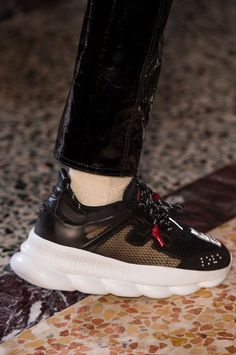 low priced aaf12 96412 Versace m clp RF18 0192 Versace Sneakers Men, Sneakers Fashion, Versace  Chain, Versace