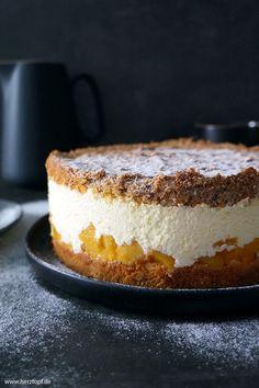 Mamas Schmandtorte mit Pfirsichen - ein altes Familienrezept - herztopf Torte Cake, Cake & Co, Flan, Sweets Cake, Bread Cake, Pampered Chef, No Bake Cake, Sweet Recipes, Oreo