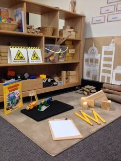 Note the Kraft paper with provocation in proximity to the construction area. Construction Play area via Walker Learning Approach: Personalised Learning ≈≈ Play Spaces, Learning Spaces, Learning Environments, Reggio Emilia, Eyfs Classroom, Classroom Decor, Construction Area Ideas, Construction Area Early Years, Early Education