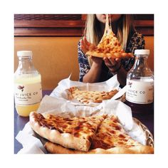 Find images and videos about love, food and yummy on We Heart It - the app to get lost in what you love. I Love Food, Good Food, Yummy Food, Tumblr Food, Food Goals, C'est Bon, Aesthetic Food, Food Cravings, Junk Food