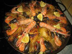 emma.cuisine.over-blog.com Voici la recette de la paella royale au poulet, crevettes, moules, calamars, encornets et langoustines. C'est un grand classique de la cuisine espagnole. Cette recette diffère de la paella valencienne ( recette à venir sur le...