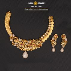 A yellow gold Short Necklace and its matching Earrings studded with Kundan,Cubic Zircones. It's a blend of the traditional and modern. Jewelry Design Earrings, Gold Earrings Designs, Gold Jewellery Design, Indian Gold Necklace Designs, Jewelry Box, Fancy Jewellery, Jewelry Displays, Leaf Jewelry, Jewelry Dish