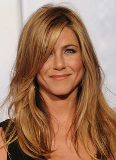 makeup for green eyes | Jennifer Aniston Smokey Makeup with Green Eyes and Blond Hair
