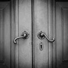 A Bagneux, l'expertise en serrurerie dont vous avez besoin! Paris 3, Serrurier, Door Handles, Arrondissement, Home Decor, Confidence, Decoration Home, Room Decor, Door Knobs