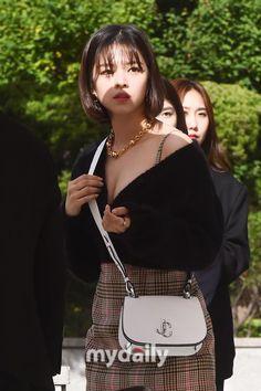 Check out Twice @ Iomoio Cute Korean Girl, South Korean Girls, Asian Girl, Kpop Girl Groups, Korean Girl Groups, Kpop Girls, I Love Girls, Cute Girls, Nayeon