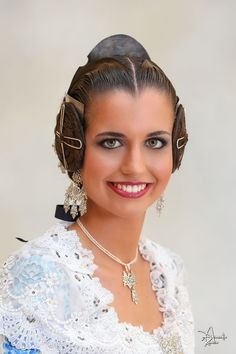 fallas - Cort d´ Honor 2017 Mediterranean People, Traditional Outfits, Culture, Hair Styles, Earrings, Europe, Jewelry, Design, Art