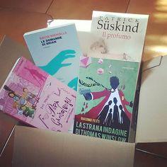 Come terminare l'anno in bellezza!! Finalmente arrivato il pacco autoregalo di Natale/fine anno (ogni scusa è buona quando si tratta di libri ) dopotutto per un paio di giorni su Libraccio le spese di spedizione erano gratuite...potevamo non approfittarne?! Ed ecco il bottino: 3 libri usati (ottime condizioni) ed 1 nuovo 3 libri che desideravo da tempo ed una recente scoperta: Papà Gambalunga #jeanwebster  Le domande di Brian #davidnicholls  Il profumo #süskind  La strana indagine di Thomas…