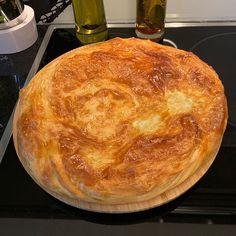 """Instagram'da Nermin Yazılıtaş: """"saya çöreğin tarifi ve yapılışı sola kaydırarak yapılışını izleyebilirsiniz 😋 2 adet saya çörek için Malzemeleri 1 kg un / 300 ml 6 su…"""" Snacks, Ramadan, Ikebana, Bread, Desserts, Food, Instagram, Crafts, Recipe"""
