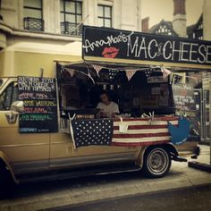 Anna Mae's Mac n Cheese at the #NFL #RegentStreet Block Party. #Foodie #Sport #AmericanFootball #Football #USA #Cheese #Food #Delicious #Instagood