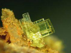 Autunite, Ca(UO2)2(PO4)2.10-12H2O