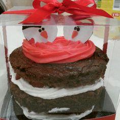 Naked Cake: Chocolate com morango.