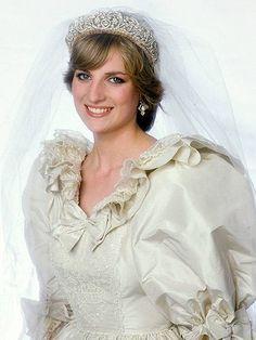 Princess Diana Princess Diana Tiara, Princess Of Wales, Princess Diana Wedding Dress, Lady Diana Spencer, Spencer Family, Royal Brides, Royal Weddings, Diana Sisters, Wedding Fail