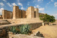 Le château de Trujillo, au-dessus de la ville : Les plus beaux châteaux d'Espagne - Linternaute.com Voyager
