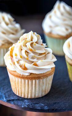 Salted Caramel Frosting, Strawberry Buttercream, Frosting Recipes, Cupcake Recipes, Cupcake Cakes, Dessert Recipes, Easy No Bake Desserts, Caramel Recipes, Pastries