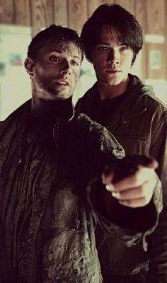 Sam and Dean Winchester #Pilot awwwww loook at sammys innocent little teeny tiney face