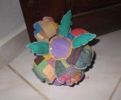 Aparador de porta flor e folhas patchwork