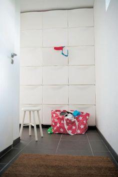 'Dans les armoires TRONES, près de la porte d'entrée, tout est rangé pour faciliter la vie le matin.'