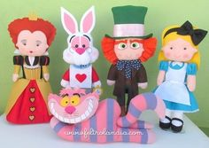 Decoração Alice no País das Maravílhas - Avulso - Feltrolândia - Loja Virtual Felt Mobile, Felt Fairy, Alice In Wonderland Party, Finger Puppets, Felt Dolls, Diy Doll, Felt Animals, Felt Crafts, Minnie Mouse