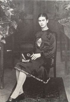 crystal-ship-of-fools:  A young Frida Khalo, early 1920s