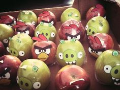 Angry birds appel traktatie. Cumpleaños Angry Birds, Festa Angry Birds, Birthday Treats, 4th Birthday Parties, Chocolate Flowers Bouquet, Enjoy Your Meal, Adornos Halloween, Best Party Food, Little Presents