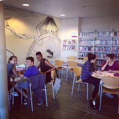 I l'altre sala igual, tots #estudiant #bibliojove #bibliotecajove #biblioteques #bibliotequescat