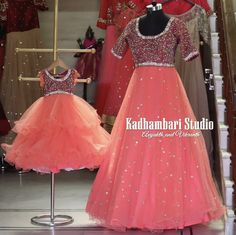 This out fit is Available from house of Kadhambari. They can customize the colour and size as per your requirement. They have international shipping service too. Fr Orders Enquiry Reach on WhatsApp 880187647 . Mom Daughter Matching Dresses, Mom And Baby Dresses, Dresses Kids Girl, Matching Outfits, Kids Outfits, Gown Dress Design, Frock Design, Baby Frocks Designs, Kids Frocks Design