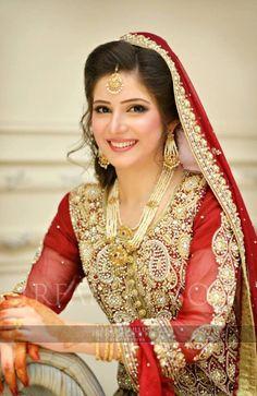 51 Inspirational Red Pakistani Bridal Outfits by {Irfan Ahson Photography} Pakistani Bridal Jewelry, Pakistani Wedding Dresses, Indian Dresses, Bridal Lehenga, Desi Bride, Desi Wedding, Wedding Suits, Wedding Bride, Bridal Outfits