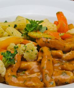 Kalbsgeschnetzeltes Thai Red Curry, Carrots, Bacon, Chicken, Meat, Vegetables, Ethnic Recipes, Food, Chef Recipes