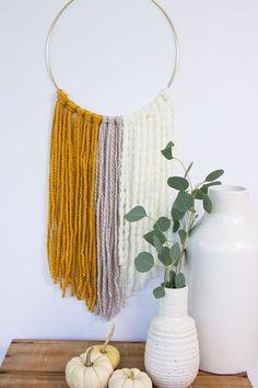DIY Simple Yarn Wall Hanging