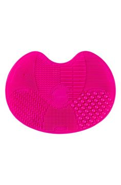 Free shipping and returns on Sigma Spa® Express Brush Cleaning Mat at Nordstrom.com. The Sigma Spa Express Brush Cleaning Mat is an innovative device featuring seven patented textures designed to wash both eye and face brushes. It includes suction cups on the backside to secure placement on flat surfaces and is uniquely designed to fit most sinks. Small, convenient and ready to travel.
