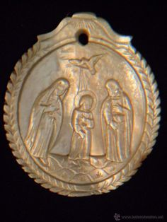 MEDALLA 1860-1880 TALLADA EN NÁCAR, SAGRADA FAMILIA, ESPIRITU SANTO..... EXCEPCIONAL