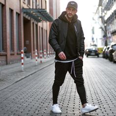 31 Trendiest Jogger Outfit Idea for Cool Men is part of Joggers outfit - For instance, if you're searching for footwear for morning or evening jogs, you must select the most suitable type of […] Black Joggers Outfit, Chinos Men Outfit, Jogger Pants Outfit, Mens Jogger Pants, Black Outfit Men, Formal Men Outfit, Winter Outfits Men, Denim Jacket Men, Herren Outfit