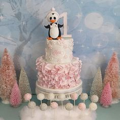A gorgeous #winterwonderland #1stbirthday #cake today featuring my #signatureruffles glitter snowflakes and a handmade penguin. And the perfectly made cake pops are made by my friend @simplysweetcakery thank you for your order Jenny and Rich. #irvinecake #rooneygirlbakeshop #rooneygirl #customcake #ocbaker #occakes #birthdaycake #winteronederland