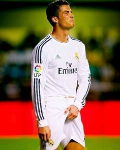 This is what I think! Real Madrid Club, Real Madrid Soccer, Cristano Ronaldo, Cristiano Ronaldo Cr7, Neymar, Soccer Guys, Football Players, Garth Bale, Rugby Men
